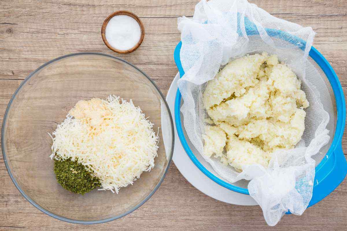 4-Ingredient Cauliflower Parmesan Crisps