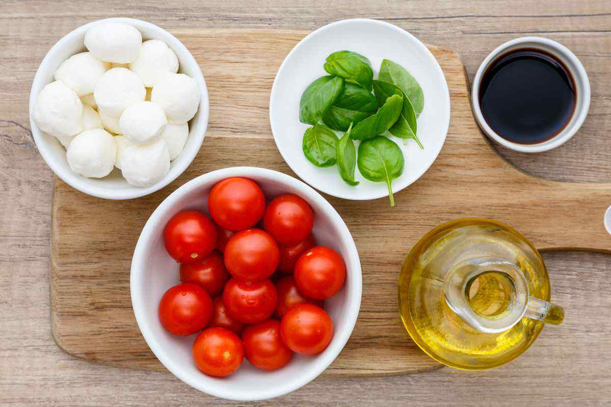 4-Ingredient Caprese Salad Bites