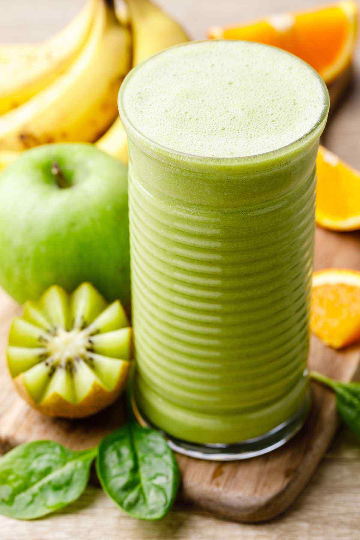 Healthy 5-Ingredient Green Smoothie