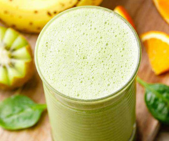 Healthy 5-Ingredient Green Smoothie