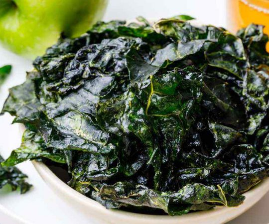 Homemade Salt and Apple Cider Vinegar Kale Chips